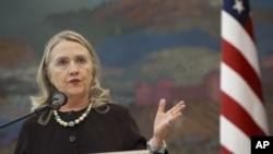 31일 크로아티아에서 기자회견 중인 힐러리 클린턴 미 국무장관.