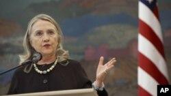 Ngoại Trưởng Clinton nói Syria cần một phe đối lập thống nhất có tư cách đại diện và bảo vệ tất cả các nhóm sắc tộc trong nước.