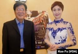 代表霸王别姬3D版领奖的夏伟亮和史依弘(美国之音国符拍摄)