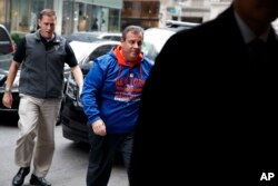 支持川普的克里斯蒂州長(Gov. Chris Christie)來到紐約的川普大樓