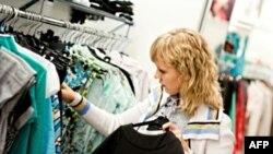 '6 thứ hoặc ít hơn' là chương trình thử nghiệm xã hội giúp mọi người tự buộc mình phải tiết kiệm qua việc giảm bớt sự lựa chọn về quần áo.