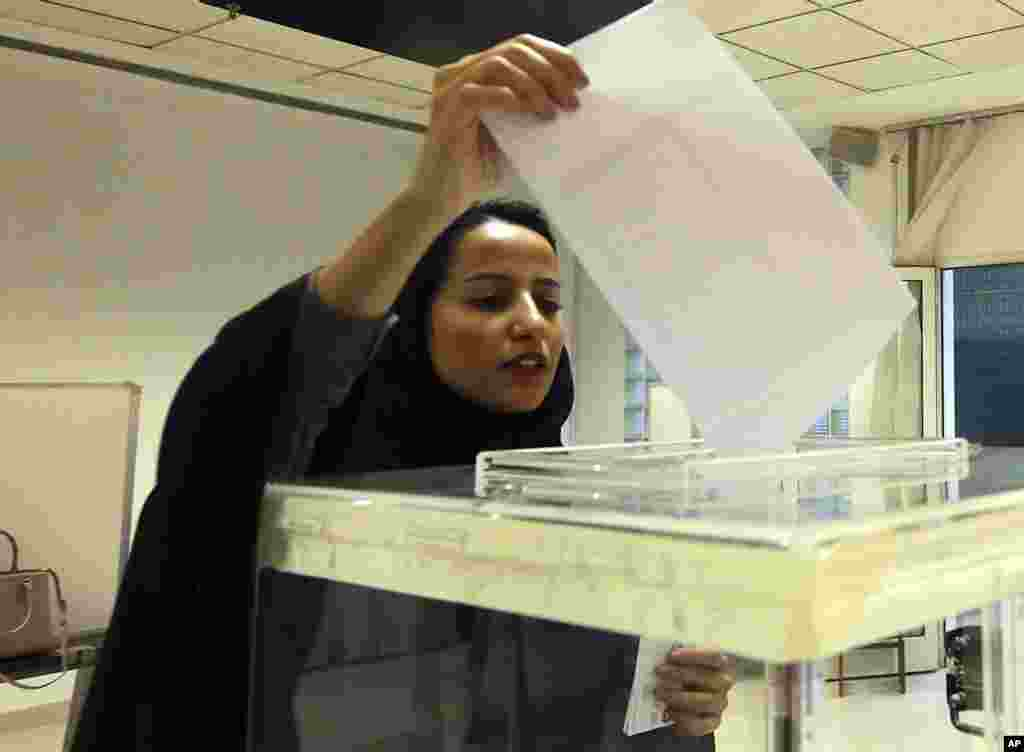 A Saudi woman casts her ballot at a polling center during municipal elections in Riyadh, Saudi Arabia, Dec. 12, 2015.