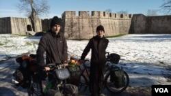 Evropska biciklistička tureneja, Elio Dauch i Justin Poux u Banjaluci, Kastel, januar 2021.