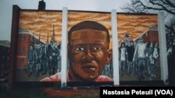 À Baltimore, un an après les manifestations pour Freddie Gray, dans le quartier du jeune homme, le 6 mai 2016. (VOA/ Nastasia Peteuil)