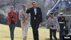 Presiden Barack Obama kembali bertugas di Gedung Putih pada hari Selasa setelah liburan akhir tahunnya.