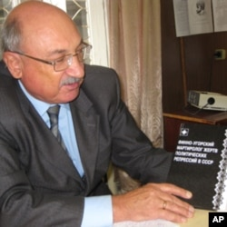 阿波洛莫夫教授和他撰寫的蘇共政治迫害歷史書籍