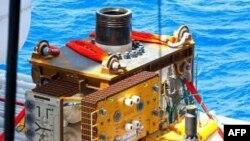 Новый агрегат спускается под воду