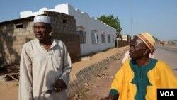 Ibrahim Sacko a été le premier conteur et un communicateur traditionnel à parler aux gens de la maladie mortelle qui jusqu'ici a tué près de 5.000 personnes dans la région, Kayes, au Mali, le 6 novembre 2014. (Katarina Höije)