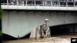 Nabujala reka Sena