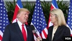 美國之音特約記者格萊塔·範·薩斯特倫川金會後採訪川普總統