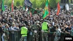 تصویر خبرگزاری ایسنا که مرز مهران که نوشته است زائران در انتظار اجازه خروجاند