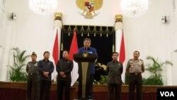 Presiden Susilo Bambang Yudhoyono memberikan keterangan pers soal Perseteruan KPK dan Polri di Istana Negara. (VOA/A. Waluyo).