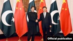 پاکستان کے وزیر اعظم عمران خان اور چین کے صدر شی جن پنگ۔