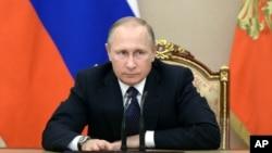 블라디미르 푸틴 러시아 대통령이 지난 26일 모스크바 크렘린궁에서 열린 예산 회의를 주재하고 있다. (자료사진)