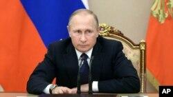 Tổng thống Nga Vladimir Putin chủ trì một cuộc họp về ngân sách trong điện Kremlin, Moscow, Nga, ngày 26 tháng 09 năm 2016.