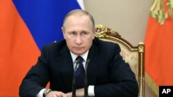 """ABŞ rəsmiləıri kiber-hücumlara Kremlin """"ən yüksək"""" eşelonundan əmr gəldiyini deyirlər."""