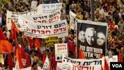 Ribuan warga Israel di ibukota Tel Aviv melakukan unjuk rasa memprotes tingginya biaya hidup.
