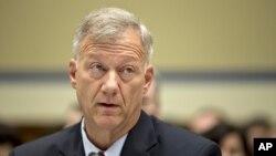 Tenente-Coronel Andrew Wood prestando testemunho durante a audiência do Congresso sobre o ataque ao consulado de Benghazi e a morte do embaixador Christopher Stevens