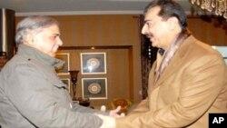 شہباز شریف کی وزیراعظم گیلانی سے ملاقات (فائل فوٹو)