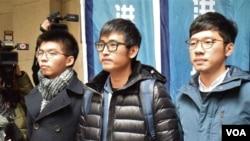 香港雨傘運動雙學三子黃之鋒(左起)、周永康、羅冠聰。 (美國之音特約記者 湯惠芸拍攝 )