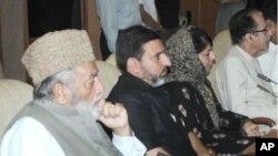 جموں و کشمیر کے رہنما بھارتی وزیراعظم کی صدارت میں کل جماعتی کانفرنس میں شرکت کرتے ہوئے۔