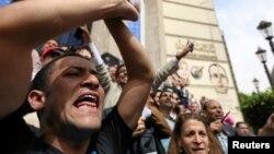 Para wartawan Mesir melakukan aksi unjuk rasa atas pembatasan media dan penahanan wartawan, di Kairo (4/5) lalu (foto: dok).
