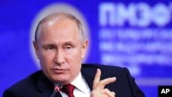 Rusya lideri Vladimir Putin, Amerika Rusya ilişkilerinin giderek kötüleştiğini söyledi.
