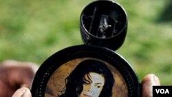 El famoso cantante, murió el 25 de junio de 2009 dejando sin aclarar muchos aspectos de su vida privada .
