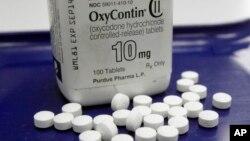 ថ្នាំបំបាត់ការឈឺចាប់ឈ្មោះ OxyContin។ មជ្ឈមណ្ឌលទប់ស្កាត់ជំងឺឆ្លងនិយាយថា ថ្នាំបំបាត់ការឈឺចាប់មានជាតិអាភៀនមិនគួរជាជម្រើសទី១ទេ។
