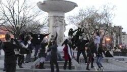 ວີດິໂອອັງກິດ: ເພງເຕ້ນ Harlem Shake ດຶງດູດເອົາແຟນ ຈາກທົ່ວໂລກ