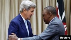 Ngoại trưởng Hoa Kỳ John Kerry (trái) gặp Tổng thống Kenya Uhuru Kenyatta trước thềm đối thoại song phương Mỹ - Kenya tại thủ đô Nairobi, Kenya, ngày 22/8/2016.