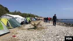 FILE - A beach camp for refugees in Lesbos, Greece, April 4, 2016. (H. Murdock/VOA)