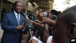 Alassane Ouattara à Cocody, 21 avril 2013. (AP Photo/Sevi Herve Gbekide)