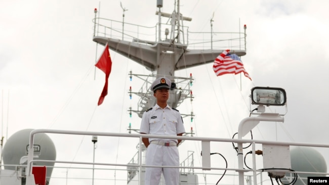 Thủy thủ trên tàu chiến Trung Quốc tham dự RIMPAC năm 2014.