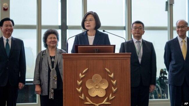 台湾蔡英文在出访加勒比海四个邦交国以及过境美国前在桃园机场发表行前讲话。(2019年7月11日,台湾总统府提供)