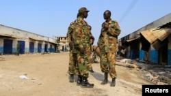 30일 남수단 정부군 군인들이 수도 주바 북동부의 말라칼 마을을 순찰하고 있다.