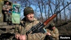 23일 우크라이나 동부 아르테미프스크의 정부군 병사들.