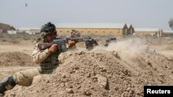 Irački vojnici na obuci pod nazdorom američkih vojnih instruktora