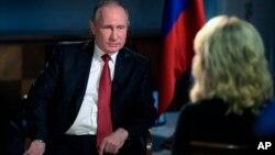 Tổng thống Nga Vladimir Putin trong buổi trả lời phỏng vấn với nhà báo Megin Kelly của kênh NBC.