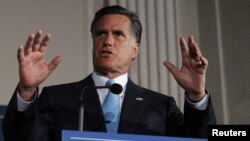 Varios sondeos dan parejos a Romney y Obama en las intenciones de voto.