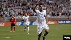Clint Dempsey anotó el segundo gol para Estados Unidos, lo que bastó para derrotar a su similar de Canadá.