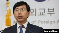 조준혁 한국 외교부 대변인이 7일 서울 외교부 청사에서 미국 정부가 김정은 북한 노동당 위원장을 포함한 북한 인권 침해자들을 제재한 것에 대해 공식 논평하고 있다.