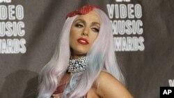 Lady Gaga pozira na dodjeli nagrade za najbolji glazbeni video, 2010 MTV Video Music Awards, u Los Angelesu