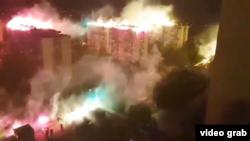 Paljenje baklji na krovovima zgrada u Beogradu (screenshot, izvor Youtube)