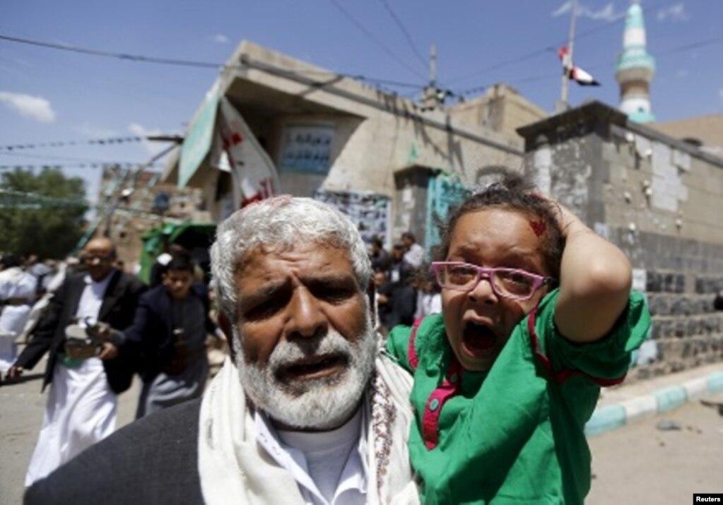 IŞİD'inYemen'inbaşkentiSana'daikicamidedüzenlediğibombalıintihareylemlerisonucundaibadetedenlerarasında137kişihayatınıkaybetti. 20 Mart 2015