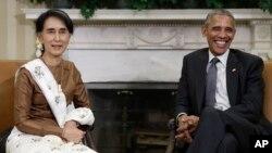바락 오바마(오른쪽) 미국 대통령이 14일 백악관에서 아웅산수치 미얀마 국가자문역 겸 외무장관과 회동하고 있다.