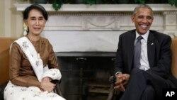 Presiden AS Barack Obama (kanan) menerima kunjungan pemimpin Myanmar Aung San Suu Kyi di Gedung Putih hari Rabu (14/9).