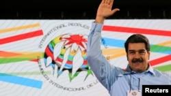Presiden Venezuela Nicolas Maduro dalam pertemuan dengan perwakilan internasional di Caracas (26/2) lalu.