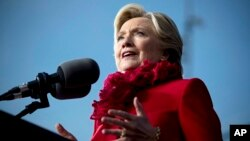 연방수사국(FBI) 힐러리 클린턴 민주당 대통령 후보의 이메일 스캔들 재수사를 선언한 가운데, 31일 클린턴 후보가 오하이오주 신시내티에서 유세하고 있다.