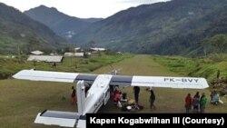 Pesawat Susi Air yang sempat disandera KSB saat berada di lapangan terbang Wangbe, Distrik Wangbe, Kabupaten Puncak, Papua, Jumat, 12 Maret 2021. (Courtesy: Kapen Kogabwilhan III).